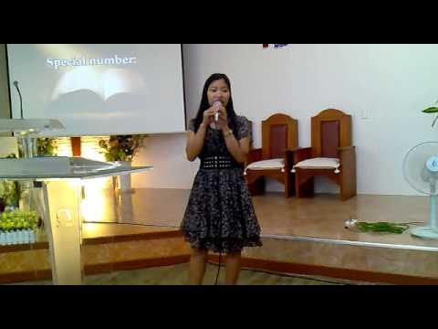Zasіb od nіgtіv halamang-singaw sa kanyang mga paa