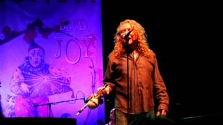 Robert Plant drops F*Bomb when PA system blows @ Hard Rock 4-14-2011