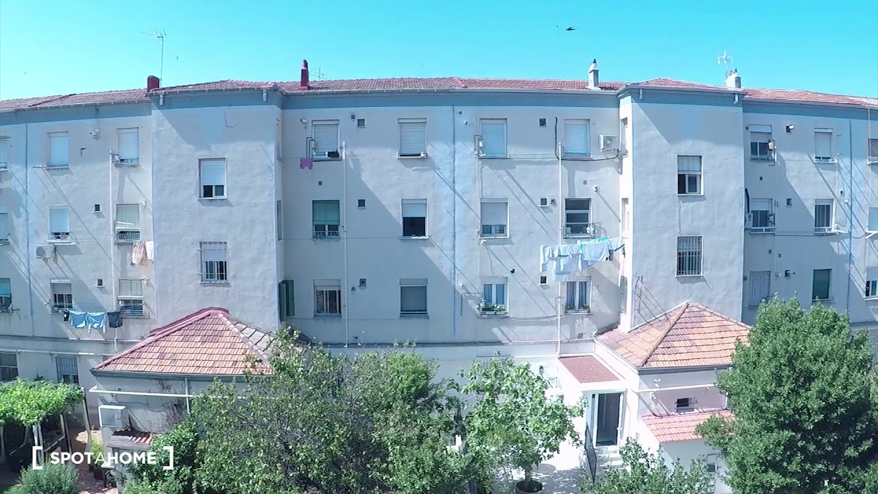 Rooms for rent in furnished 3-bedroom apartment in Usera