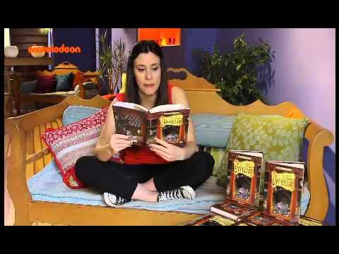 Η Μαριάνθη διαβάζει από το βιβλίο Emporium-Οι 3 γρίφοι B΄