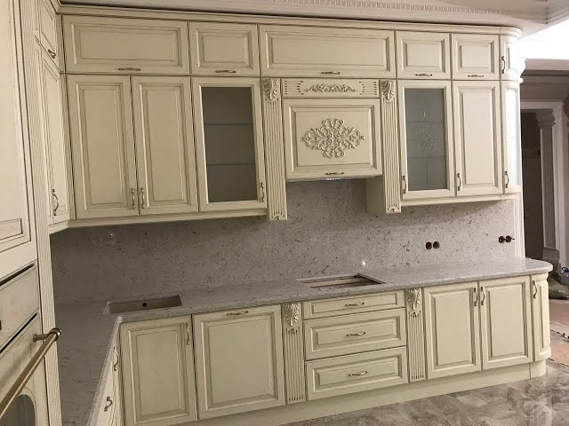 Столешница с фартуком из искусственного камня на кухню Avant Quartz 9017 Бургундия Burgundy