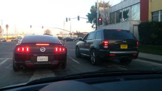 Ford Mustang 5.0 vs SRT8 Jeep