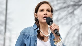 Ashley Judd poetically slams Donald Trump at Women
