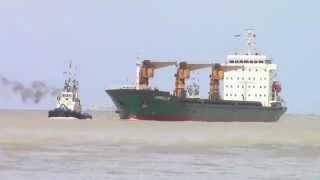 preview picture of video 'Cargo ship sailing into Bay of Songkhla'