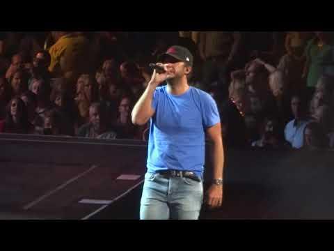 "Luke Bryan in Kansas City ""Sunrise, Sunburn, Sunset"" 8/26/18"