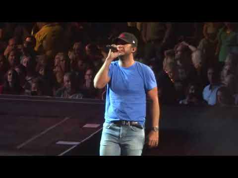 "Luke Bryan In Kansas City ""Sunrise, Sunburn, Sunset"" 8/26/18"