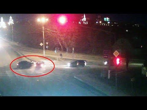 Оба водителя  хотели проскочить на жёлтый сигнал светофора