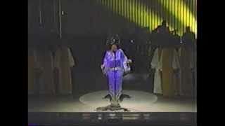 Patti LaBelle - You'll Never Walk Alone (Live @The Apollo Theatre 1985)