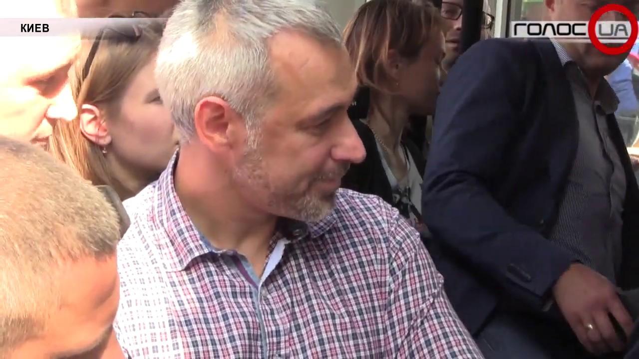 Обмен заключенными: как в Украине встречали борт из Москвы?