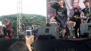 Download Video traditional + punk ( Tcukimay Live ,Bandung, Total Chaos Tour ) MP3 3GP MP4