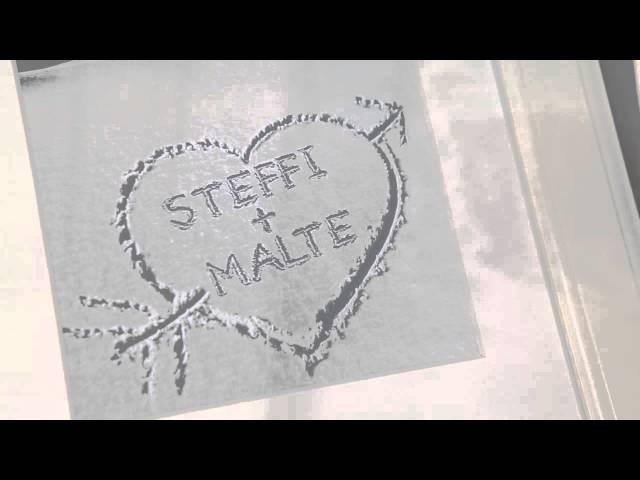 Herz im Schnee - gerahmtes Bild Weiß