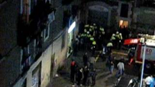 preview picture of video 'Un home mor en incendiar-se un pis al barri del Raval de Barcelona II'