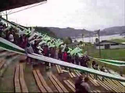 """""""LOS DEL SUR... mostrando su aguante"""" Barra: Los del Sur • Club: Deportes Puerto Montt"""