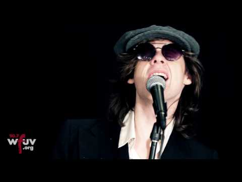 "Foxygen - ""America""  (Live At WFUV)"