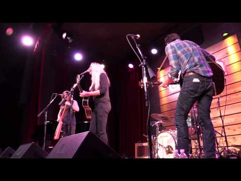 "Holly Williams, ""Giving Up"" LIVE in Nashville"
