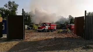 В Туле загорелось кладбище автомобилей