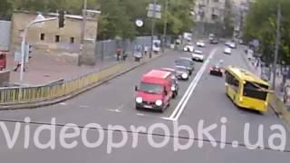 Самоубийство или невнимательность ? Смертельное ДТП в Киеве