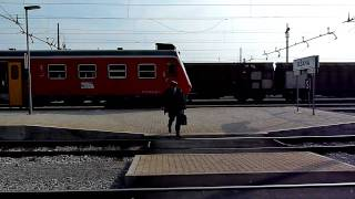 preview picture of video 'slovenian trains HD (#36)_sezana 20100318_1/2'