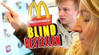 BLIND bei McDonalds bestellen 😁 TipTapTube Family 👨👩👦👦