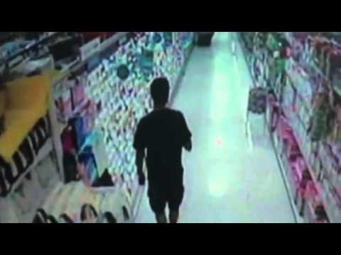 Vídeo mostra suspeito apalpando criança em supermercado    Vídeos online grátis   Terra TV