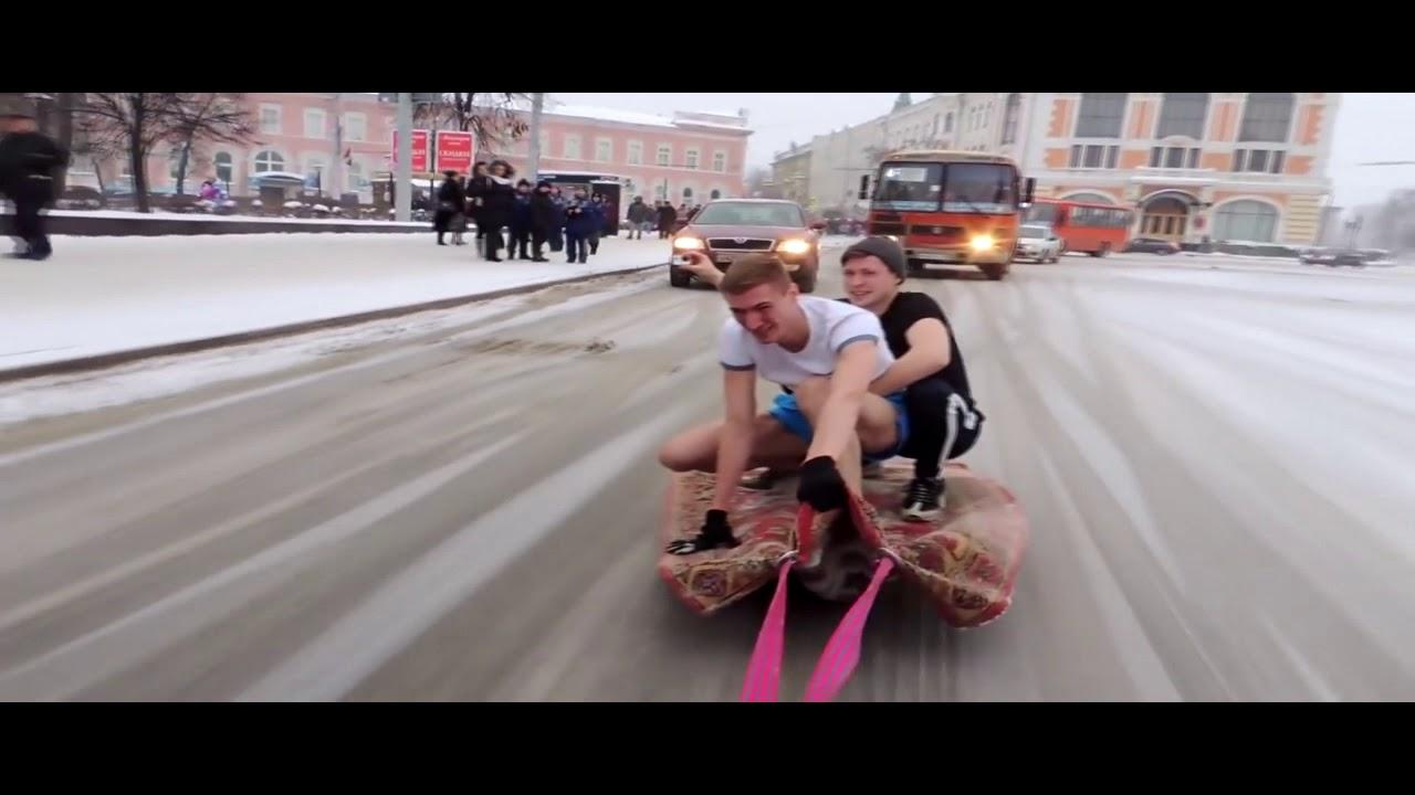 Автолюбитель из Нижнего Новгорода прокатил друзей на ковре