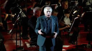 """Leo Nucci interpreta """"Cortigiani Vil Razza Dannata"""" all'Arena di Verona"""