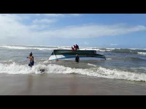Acidente com barco de pesca deixa um morto e sete feridos no litoral de SP