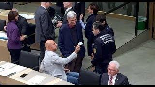 Скандал с депутатом АдГ: из местного парламента Штефана Реппле вывели полицейские