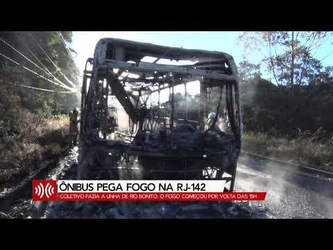 Ônibus da linha Rio Bonito pega fogo na Estrada Mury-Lumiar, em Nova Friburgo