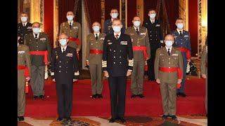 Audiencia militar a un grupo de generales de brigada y contralmirantes