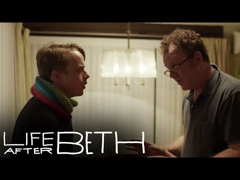 Life After Beth Clip 'Beth's Alive'