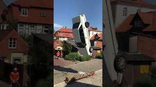 Video Film Crashe ein Auto mit dem #Crashtag
