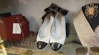 Винтажный магазин одежды YSL, CHANEL, GUCCI, VERSACE.... Флоренция, Италия март 2018