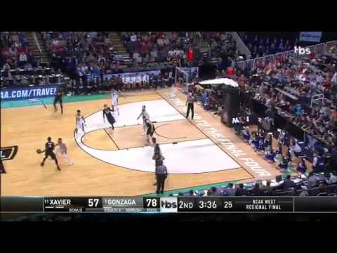 Gonzaga player chases off female court sweeper TBS NCAA Basketball Tournament !!
