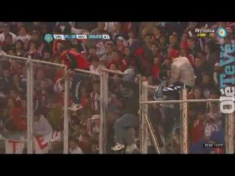 Los incidentes en la tribuna de River vs Velez /// AcaEstaLaHinchada.blogspot.com.ar