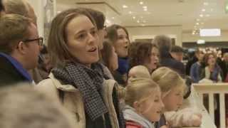 Gloria! Flashmob der Berliner Stadtmission am Alexanderplatz