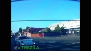 Владелец Porsche попытался догнать Tesla  со светофора