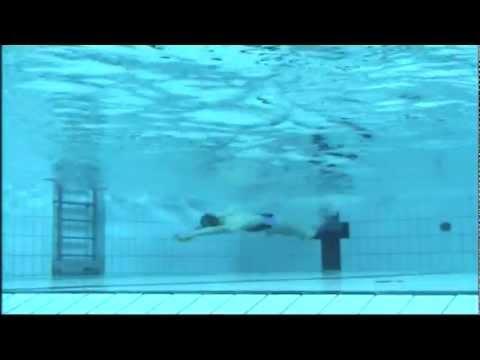 Welche Übungen im Wasser mit Rückenschmerzen zu tun