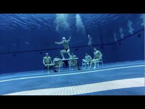 Lặn dưới nước nhảy Harlem Shake