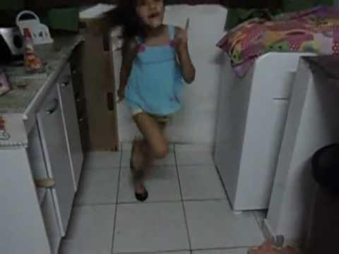 minha irma thalyta dancando legal que madou o vidio foi