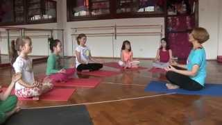 Bliss Yoga - Let\\\\\\\'s play with Mara