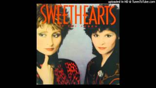 Sweethearts Of The Rodeo - Chains Of Gold