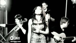 Nadia Ali - Crash And Burn (Acoustic Performance)