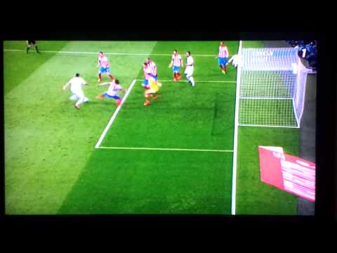 Benzema and Ozil Amazing Miss vs Atletico Madrid 17.05.2013