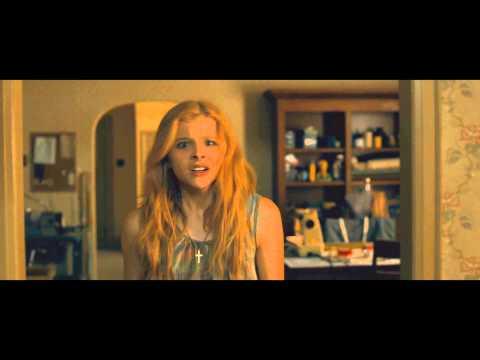 Chloe Moretz siembra el caos en el trailer de 'Carrie'