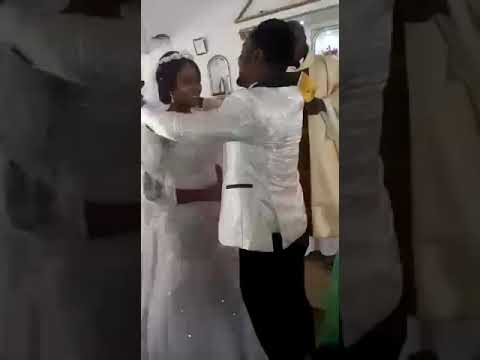 You May Kiss the Groom!😍
