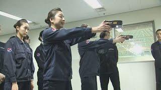 Южнокорейским стюардессам разрешили усмирять дебоширов электрошокерами (новости)