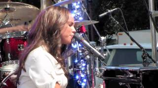 """Alicia Keys performs """"Distance And Time"""" live concludes with """"Empire State Of Mind"""""""