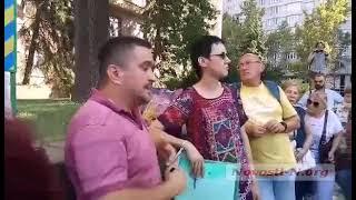 В Николаеве возле ОГА проходит акция в поддержку главврача «инфекционки»