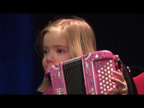 """Madlyn 6 ans - Madlyn accordéon Clip Villabé """"In the Mood"""" Janvier 2015 - accordeon enfant"""